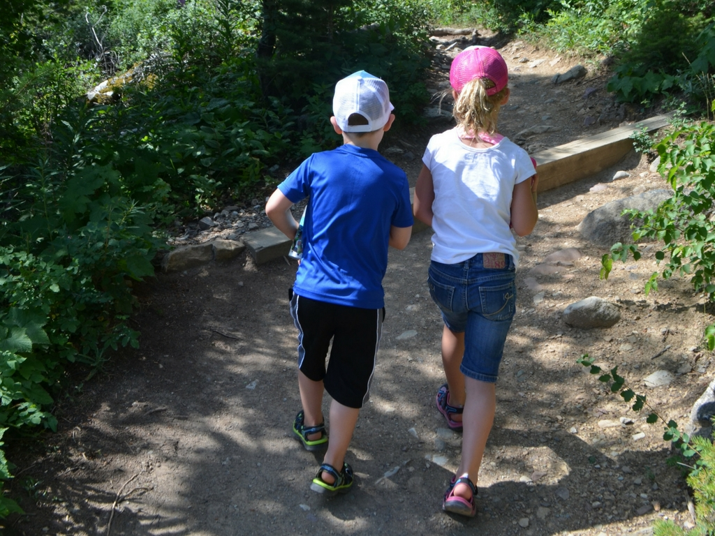kids-going-on-a-hike