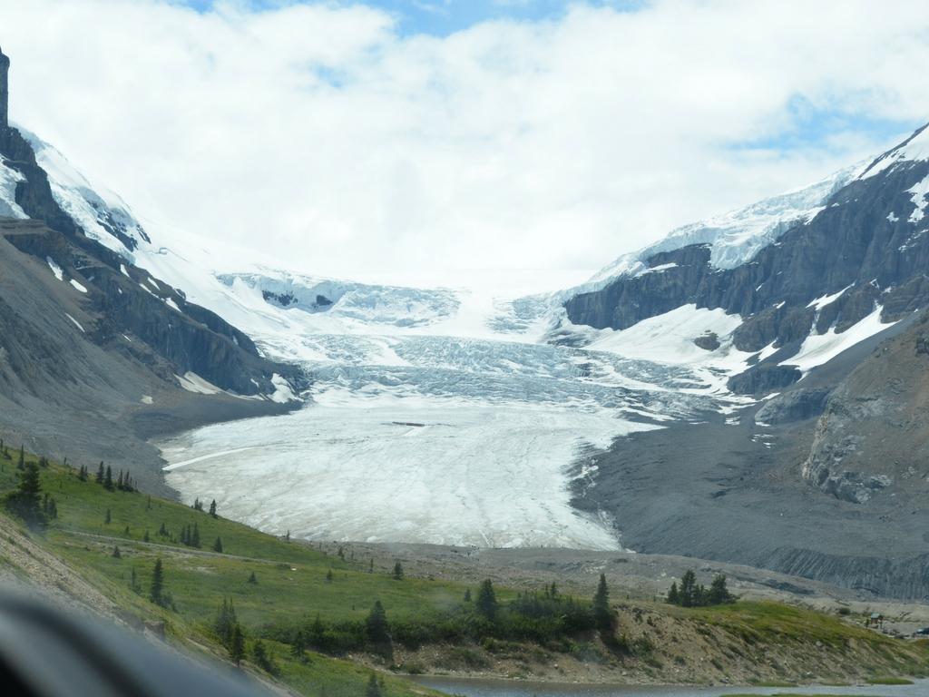 Glacier-in-Jasper-National-Park
