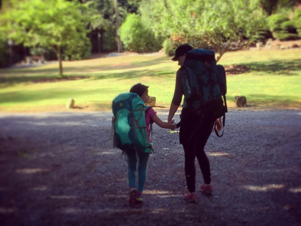 mother-and-daughter-walking-into-girl-guide-camp