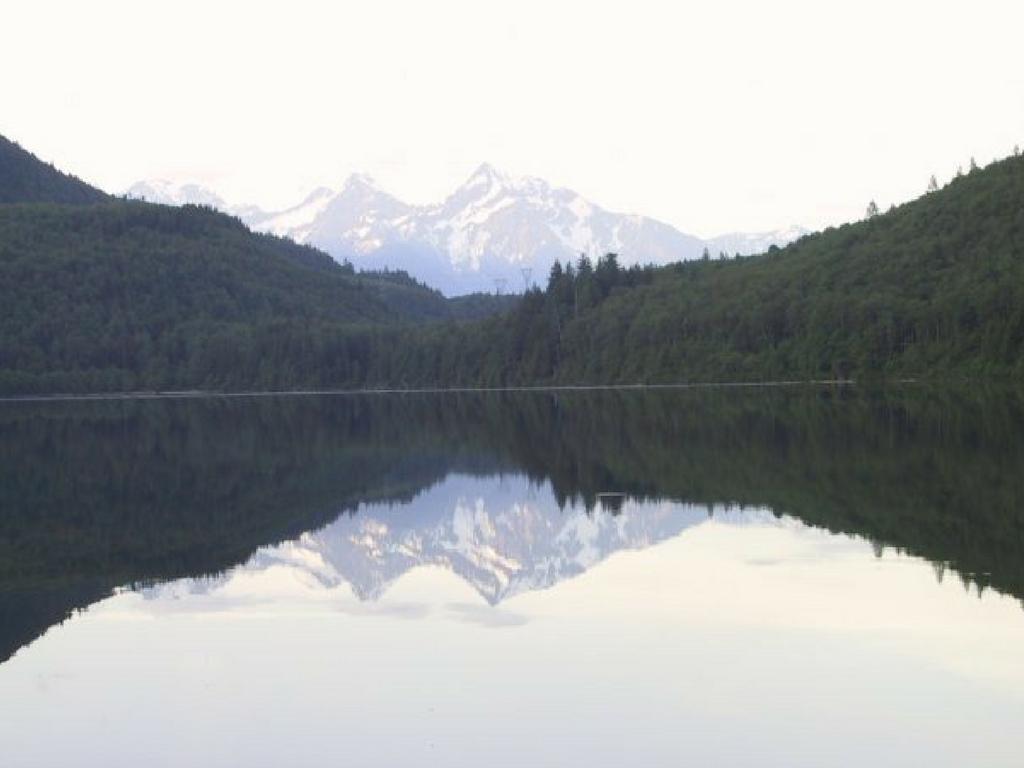 hicks-lake-in-sasquatch-provincial-park