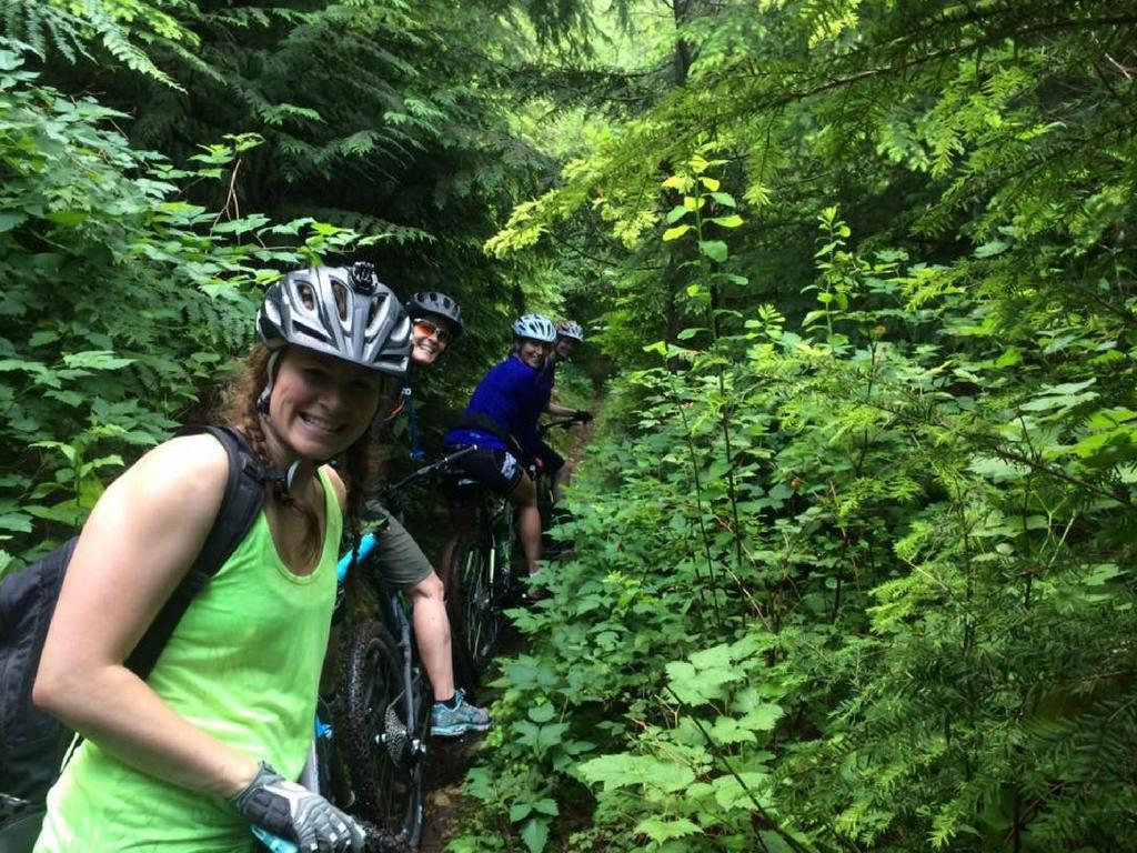 mudd-bunnies-bike-club-going-up-the-hill