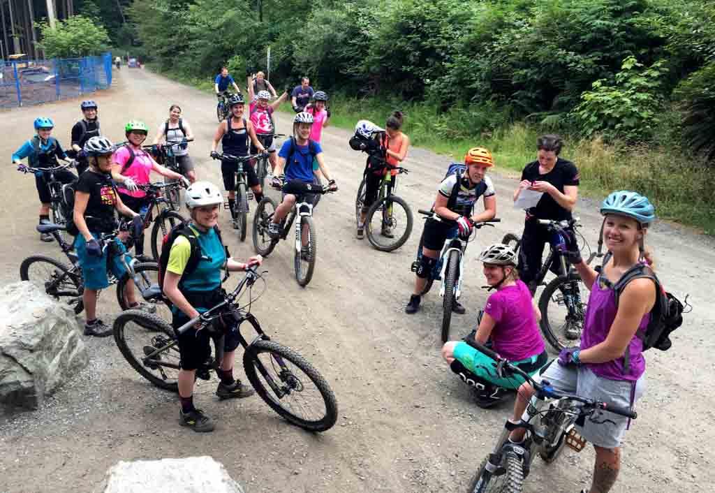 group-of-women-mountain-bikers