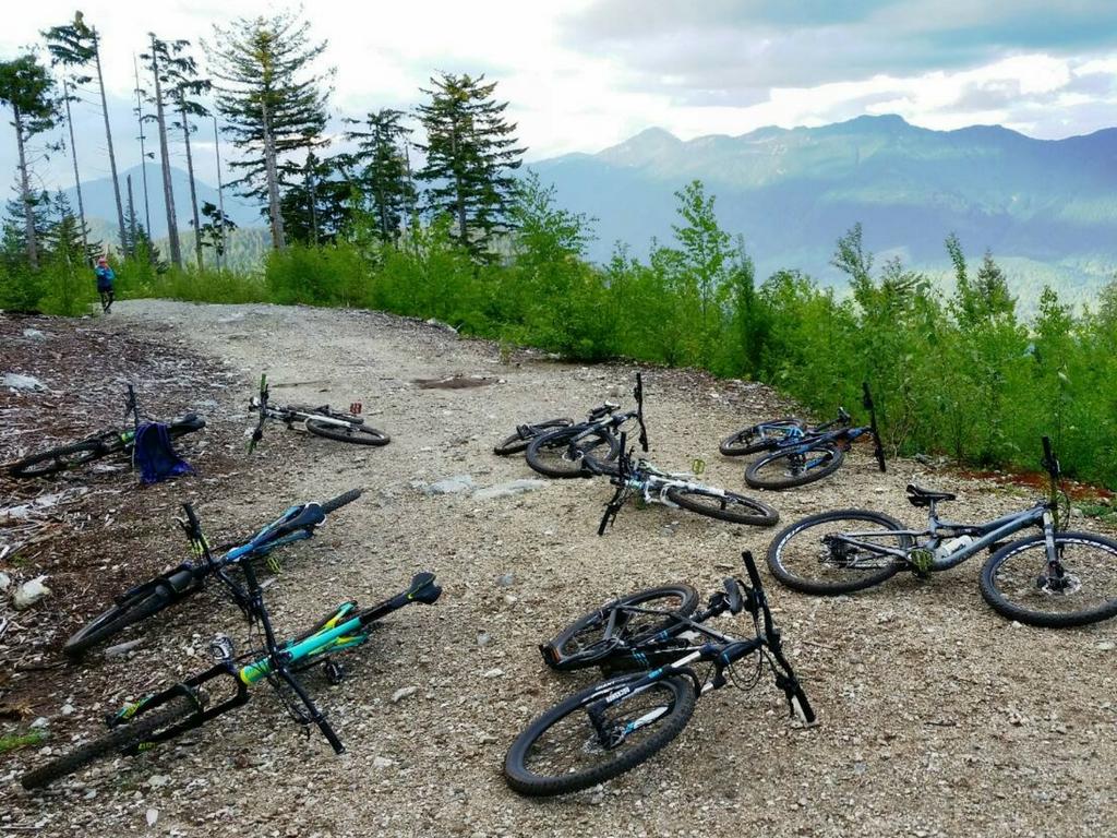bike-break-on-muddbunnies-ride