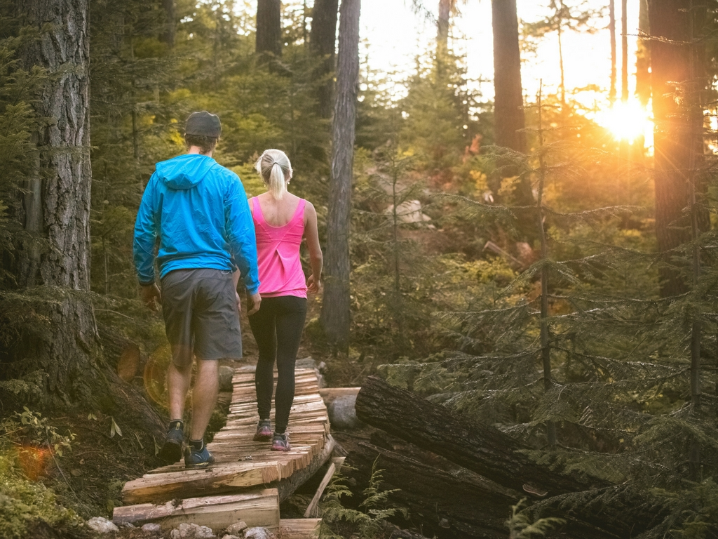 couple-hiking-ascent-trails-in-whistler