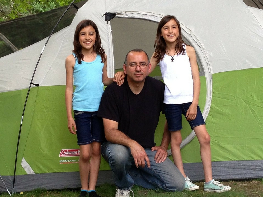 daughters-camping-in-backyard-with-dad