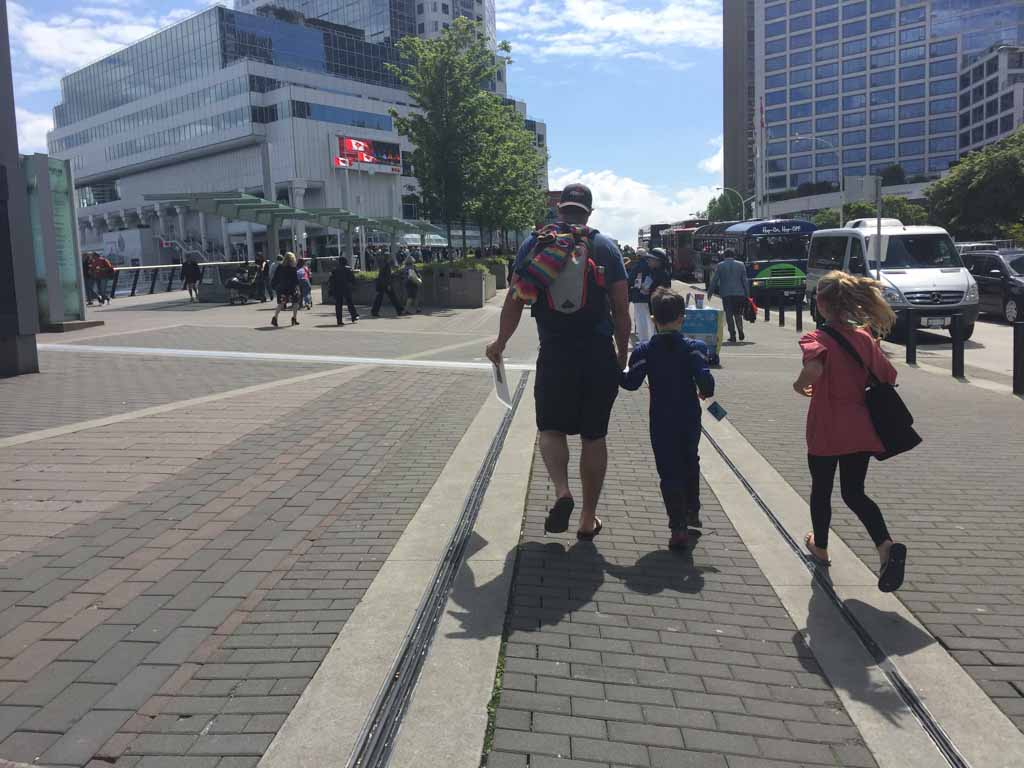 family-crossing-road-in-downtown-vancouver