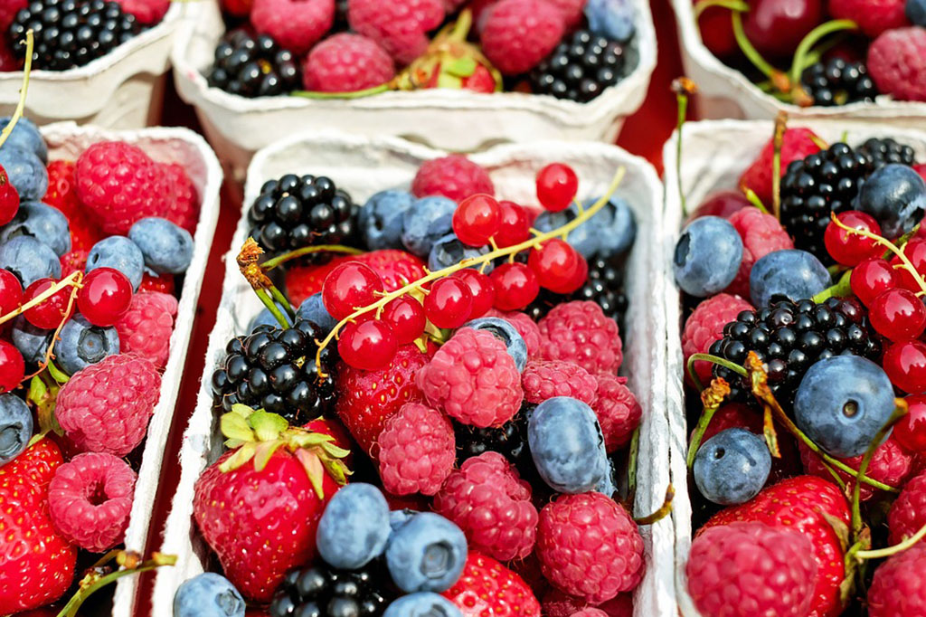 berries-at-fruit-stand