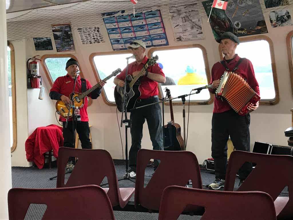 band-on-bonne-bay-boat-tour