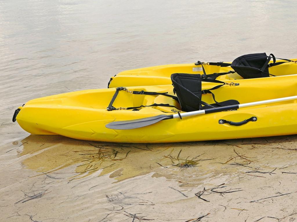 kayaks-on-beach