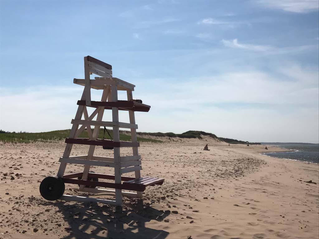 lifeguard-tower-on-pei-beach