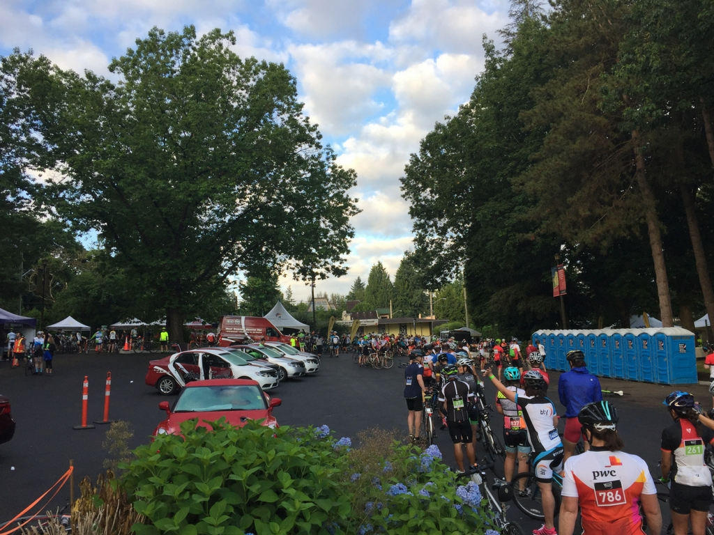 bikers-lined-up-at-start-of-prospera-valley-granfondo