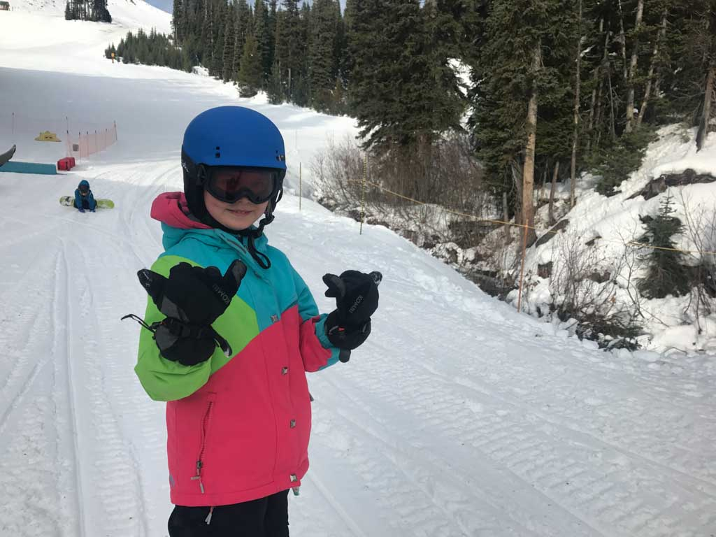girls-snowboarding-at-manning-park