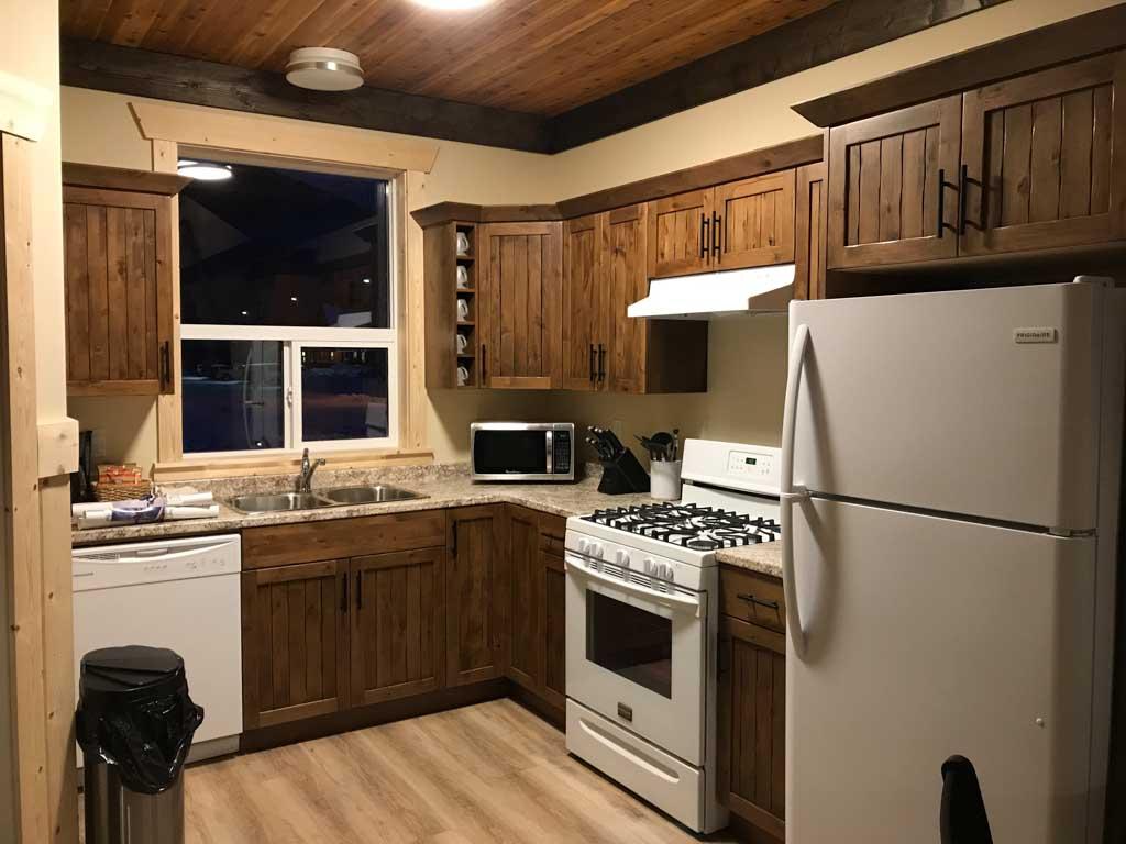 premium-cabin-kitchen-at-manning-park-resort