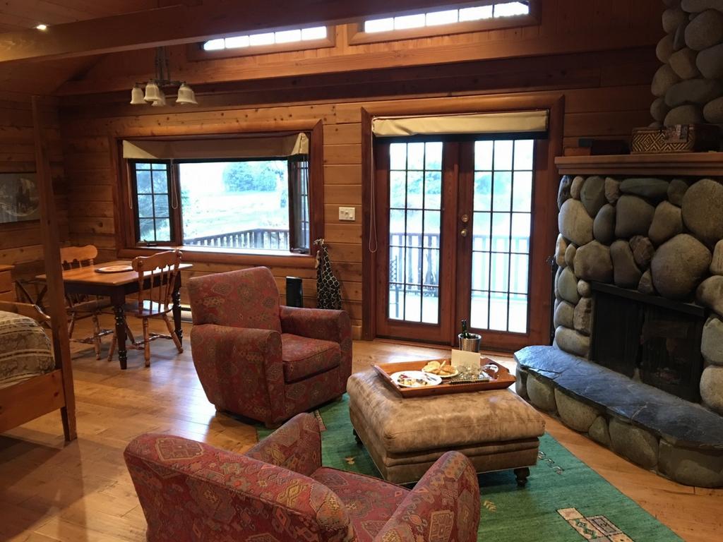 inside-of-cottage-at-rowenas-inn