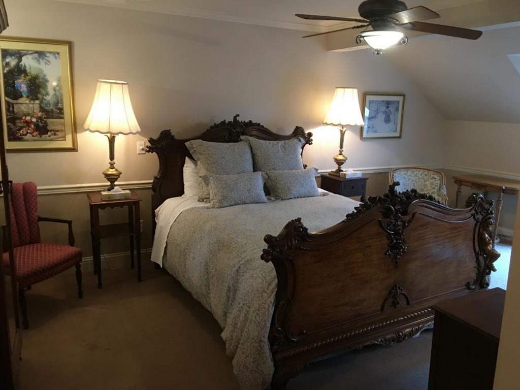 betty-annes-room-at-rowenas-inn