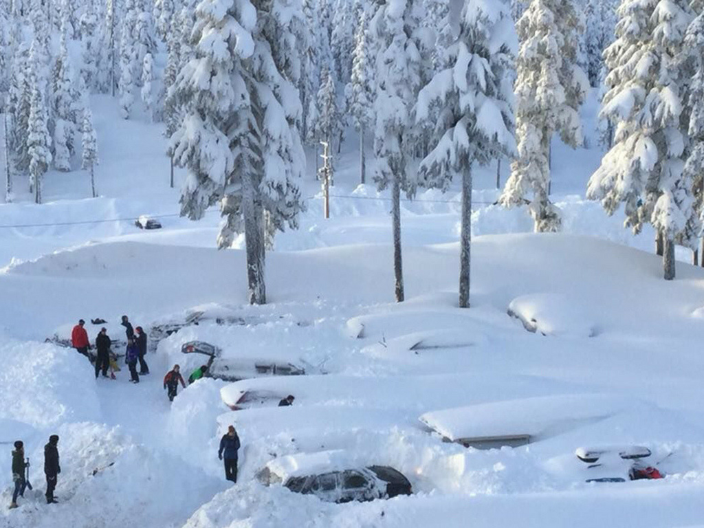 Everyone trying to dig out their cars! Photo Credit Mount Washington