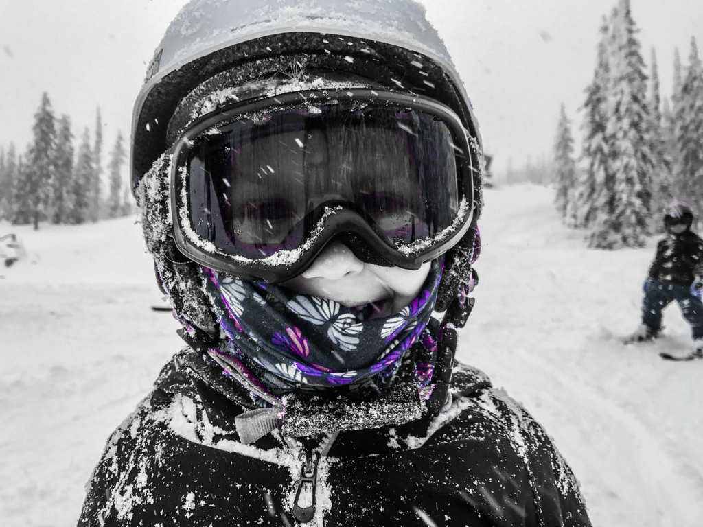 girl-wearing-ski-googles-and-helmet