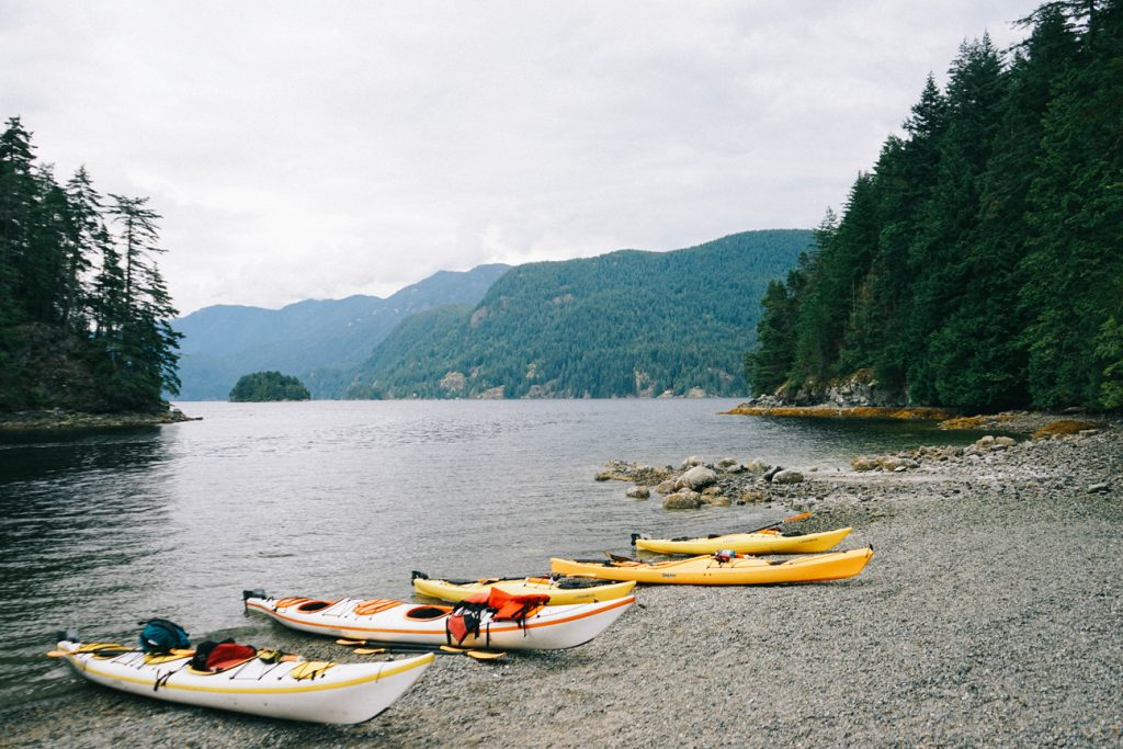 kayaks-in-deep-cove