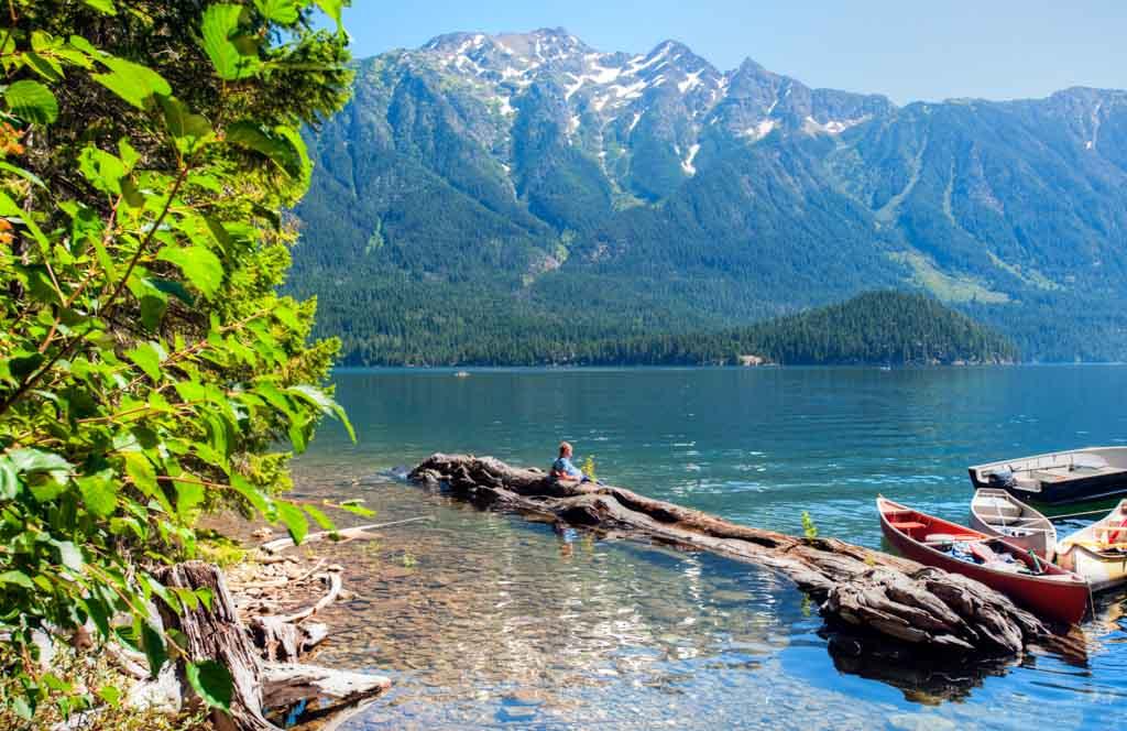 canoeist-at-ross-lake