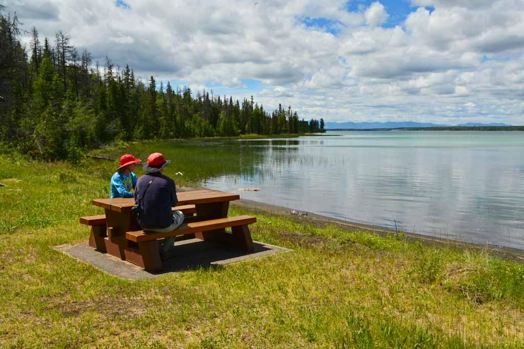 couple-picnicking-at-green-lake