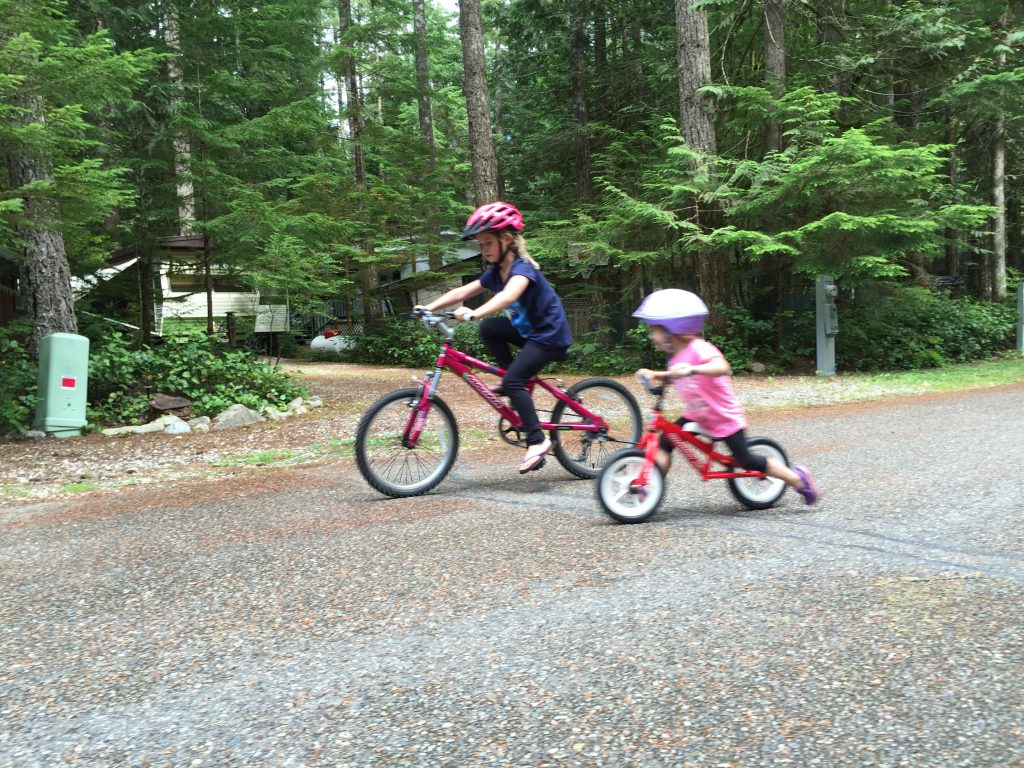 kids-on-bikes-at-the-glen