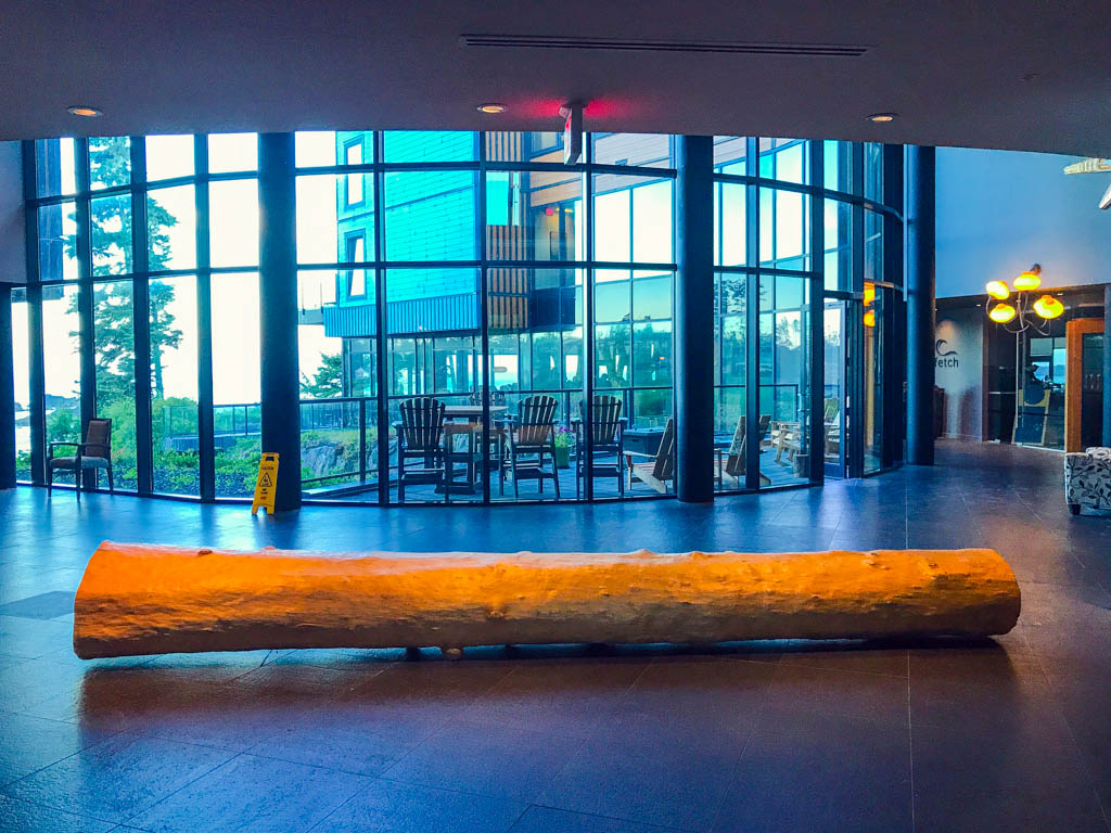 log-inside-hotel