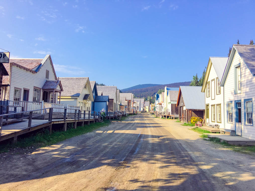 barkerville-bc-houses-dirt-road