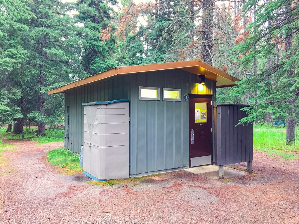 washroom-building-in-whistlers-campground
