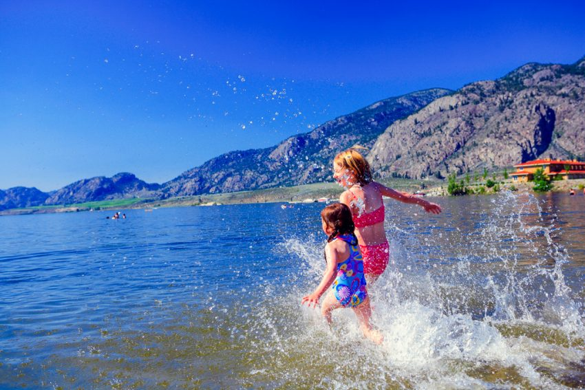 kids-playing-on-osoyoos-beach