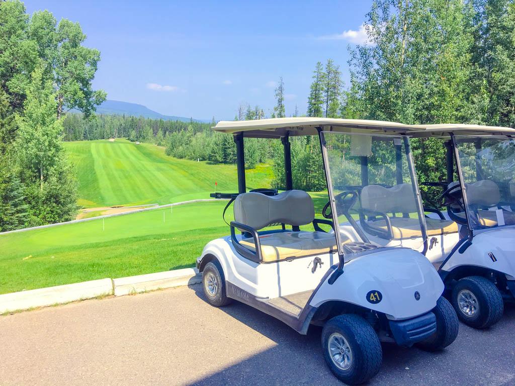 golf-cart-at-tumbler-ridge