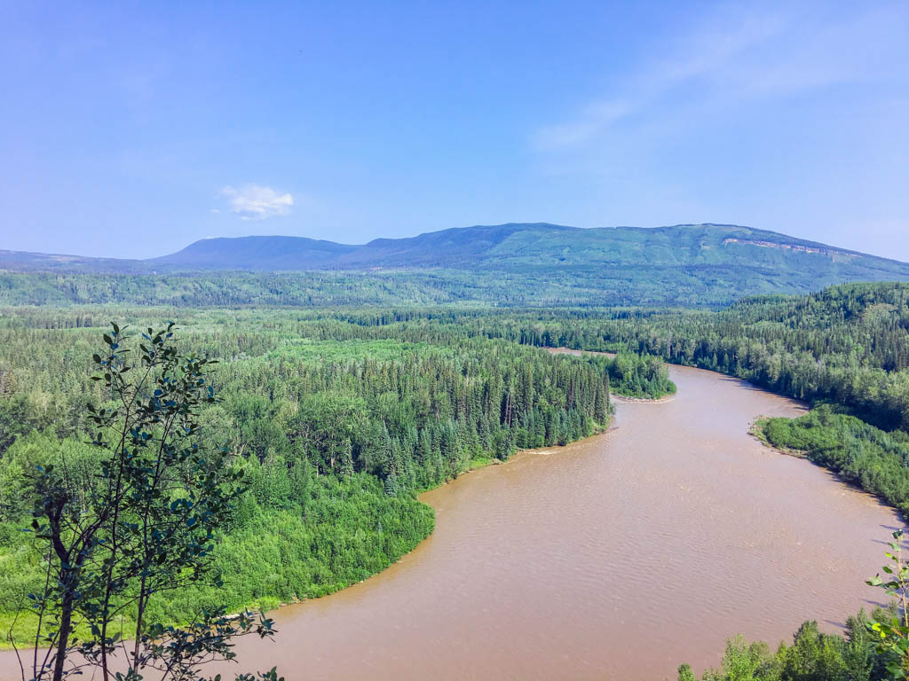 tumbler-ridge-river-through-valley