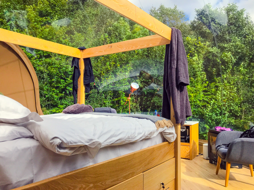 bedroom-inside-bubble-dome-finn-lough