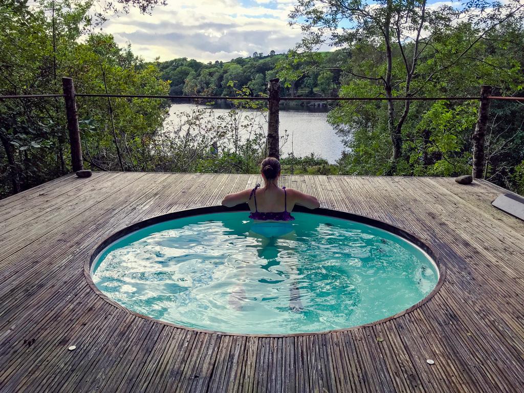 woman-soaking-in-finn-lough-hot-tub