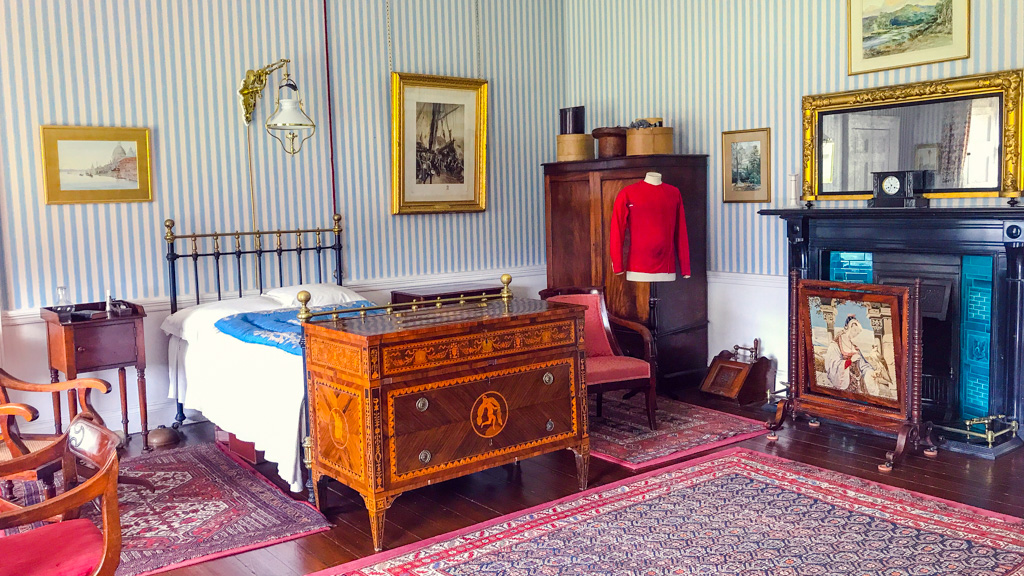 red-shirt-in-argory-house-bedroom