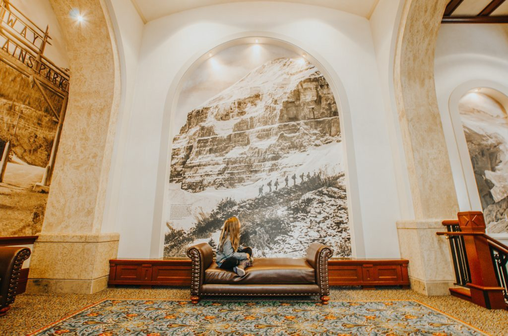 historic-photo-in-chateau-lake-louise-lobby