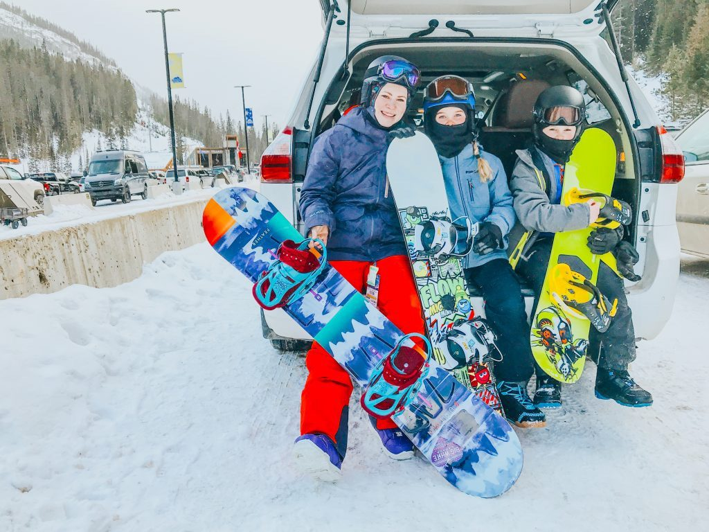 family-with-snowboards