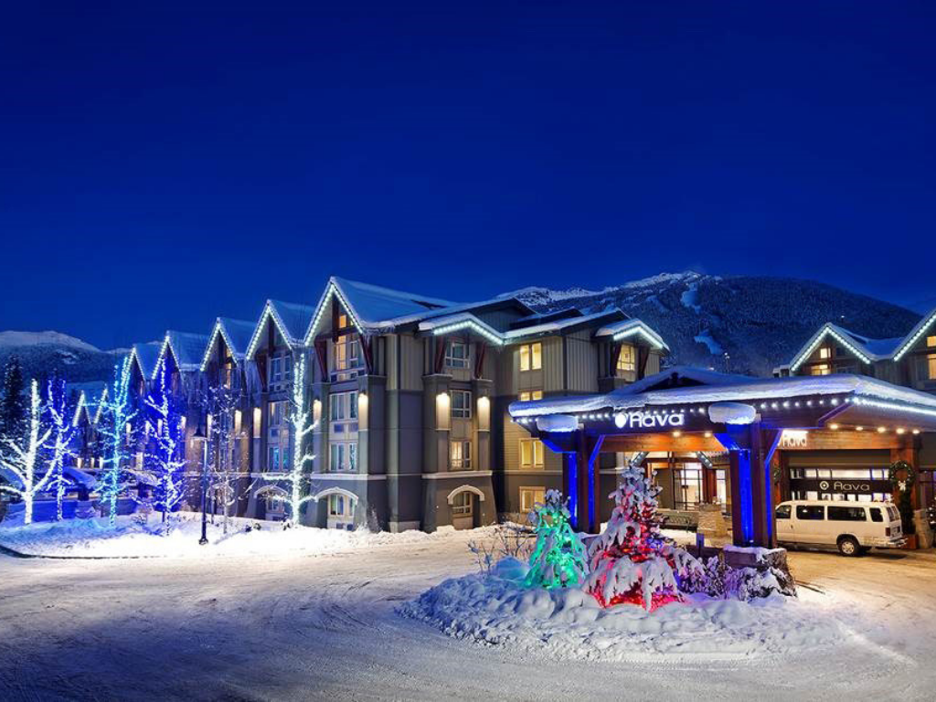 aava-whistler-hotel-front-entrance
