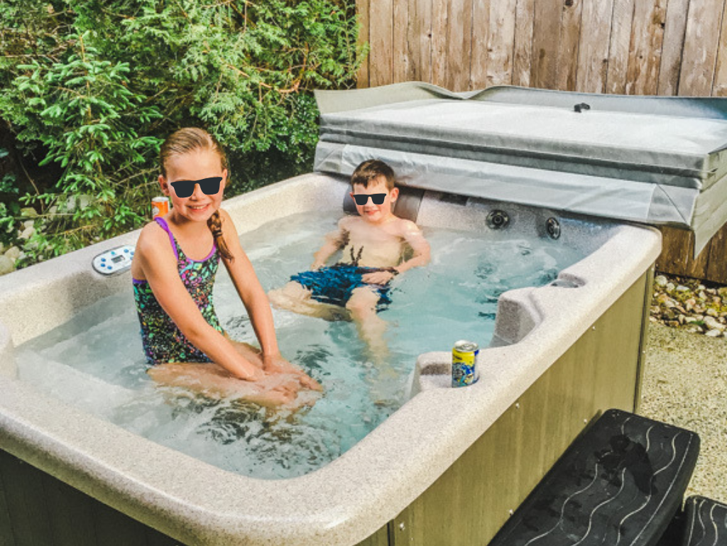 kids-in-private-hot-tub-at-long-beach-lodge-cottage