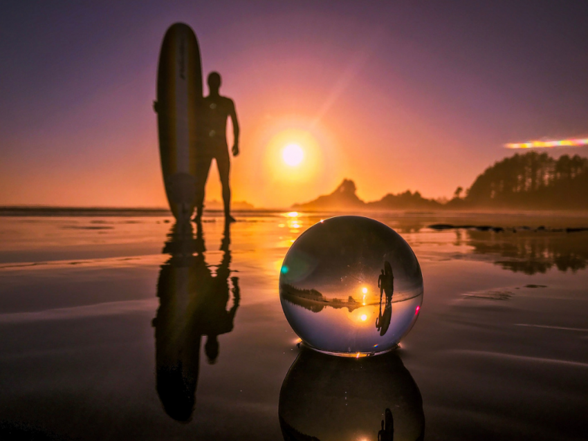 surfer-reflection-in-lensball