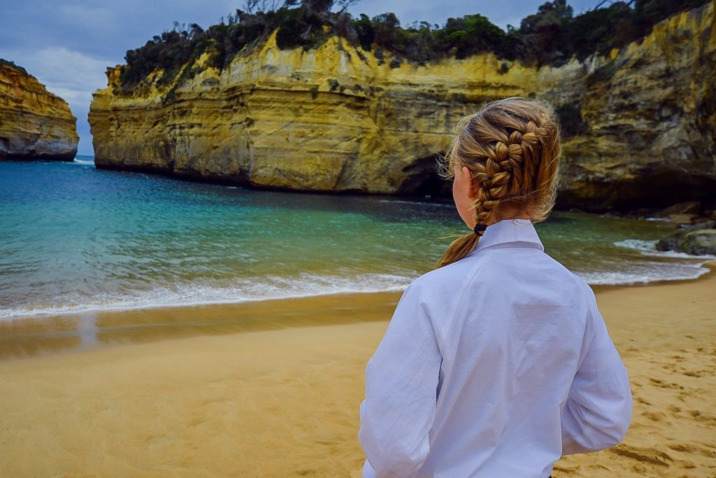 girl-looking-at-loch-ard-gorge