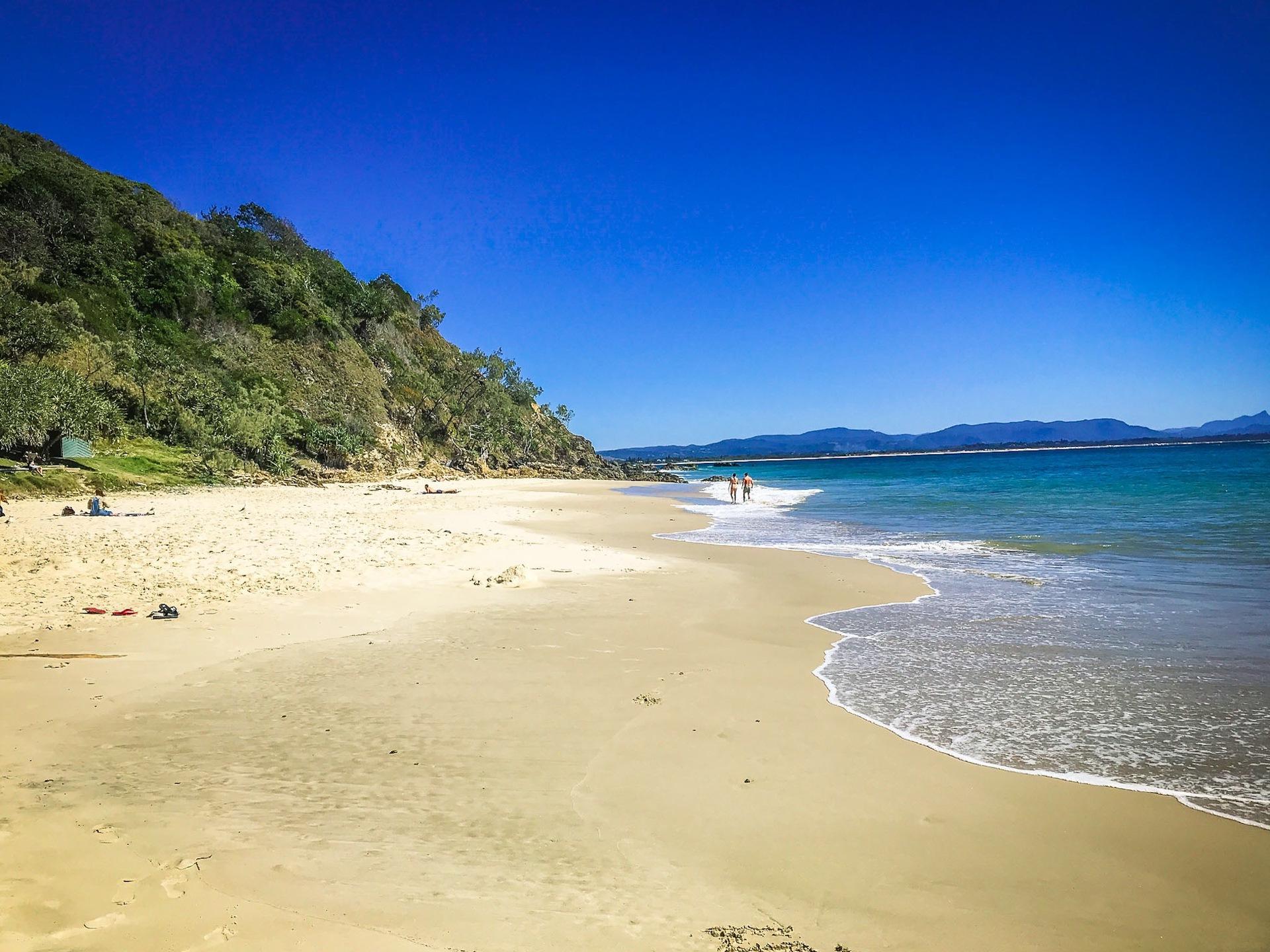 sandy-beach-in-byron-bay