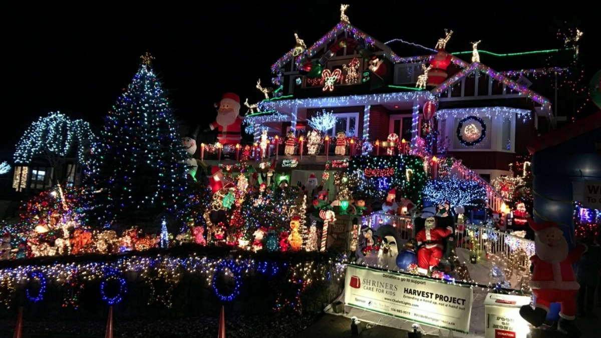 House with lots of Christmas lights on it