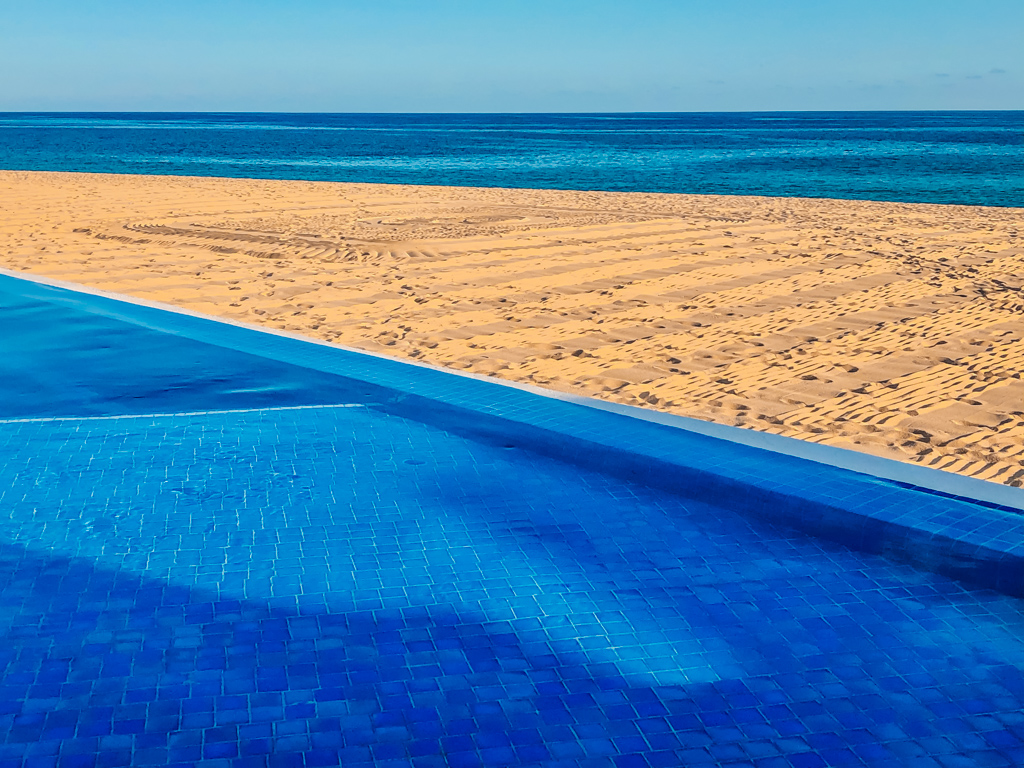 infinity pool overlooking the beach at Le Blanc Spa Resort Los Cabos reviews