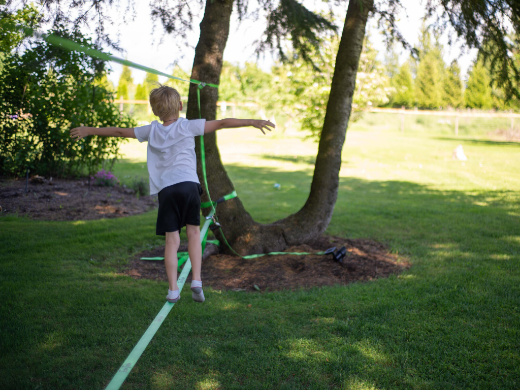 slack line for backyard lawn games
