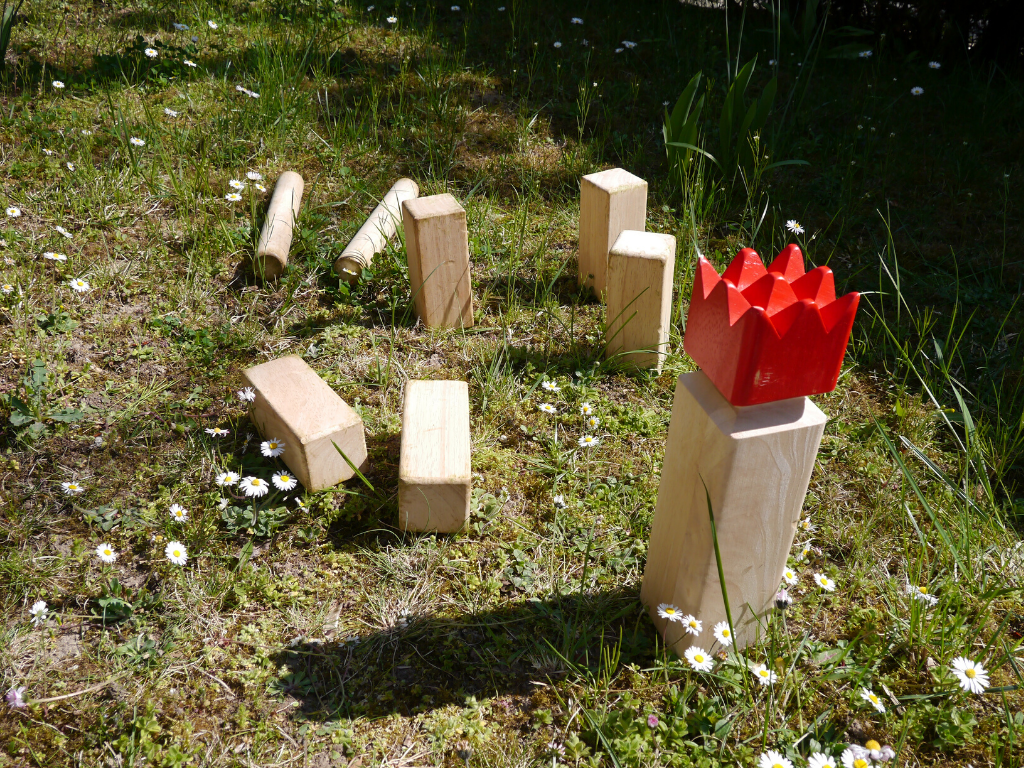 Kubb for backyard lawn games