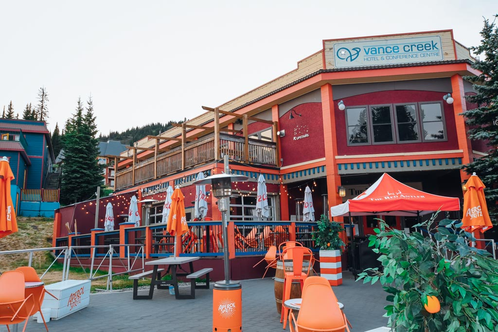 outside view of the red antler restaurant at silverstar mountain.